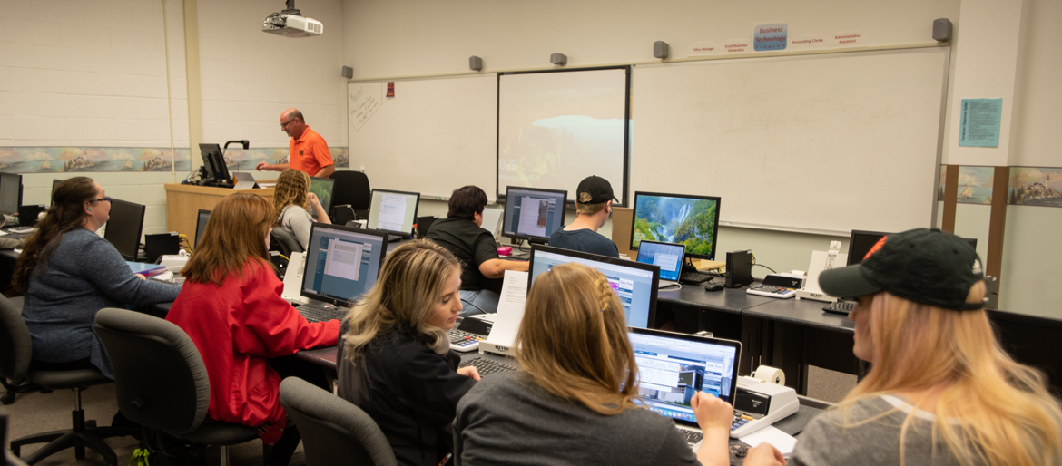Students in Administrative Technology computer lab