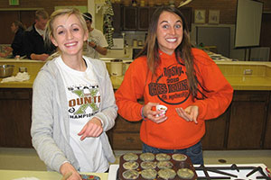 Sports dietitian and dietetics student give cooking class to ISU athletes