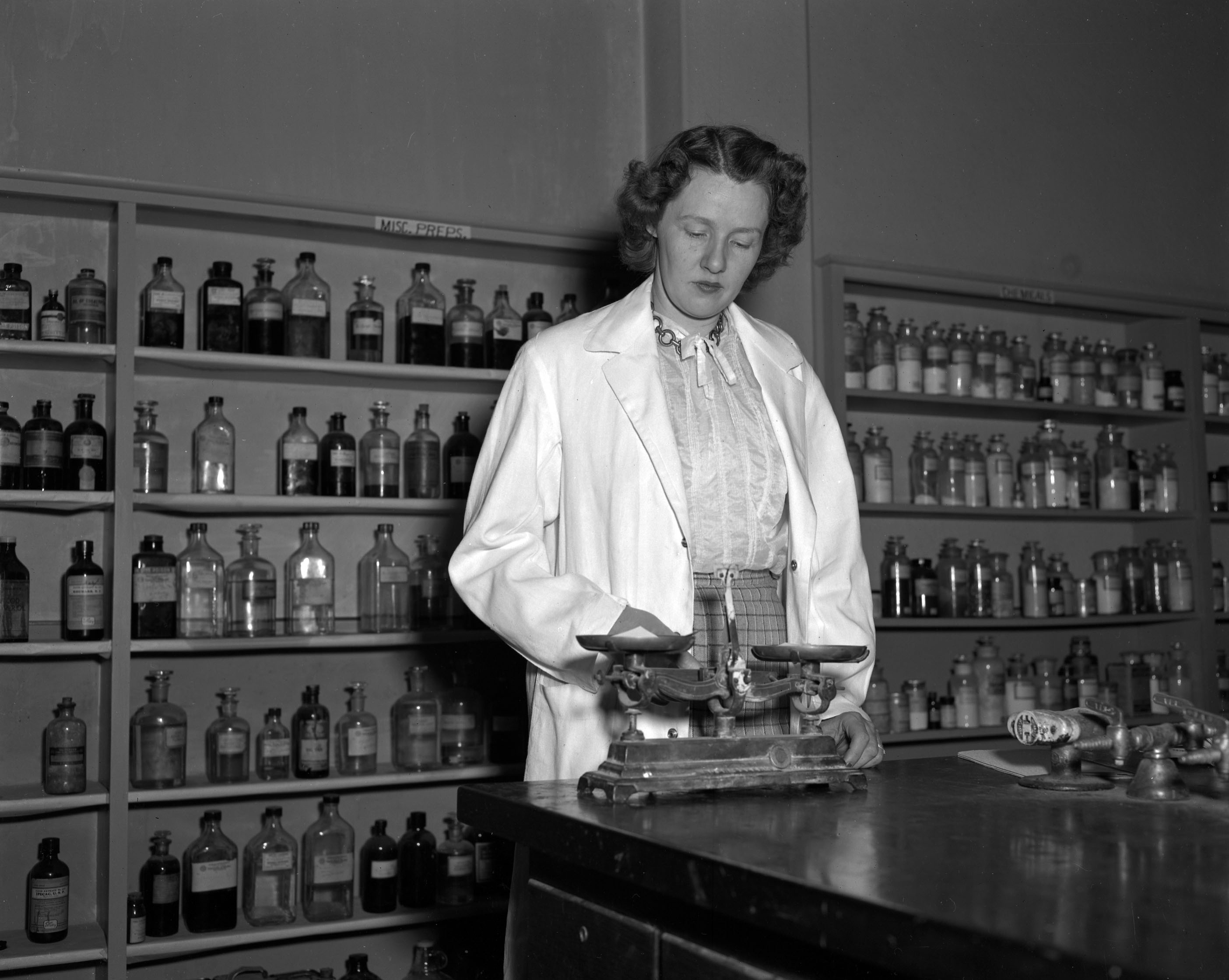 Female pharmacist in early College of Pharmacy history