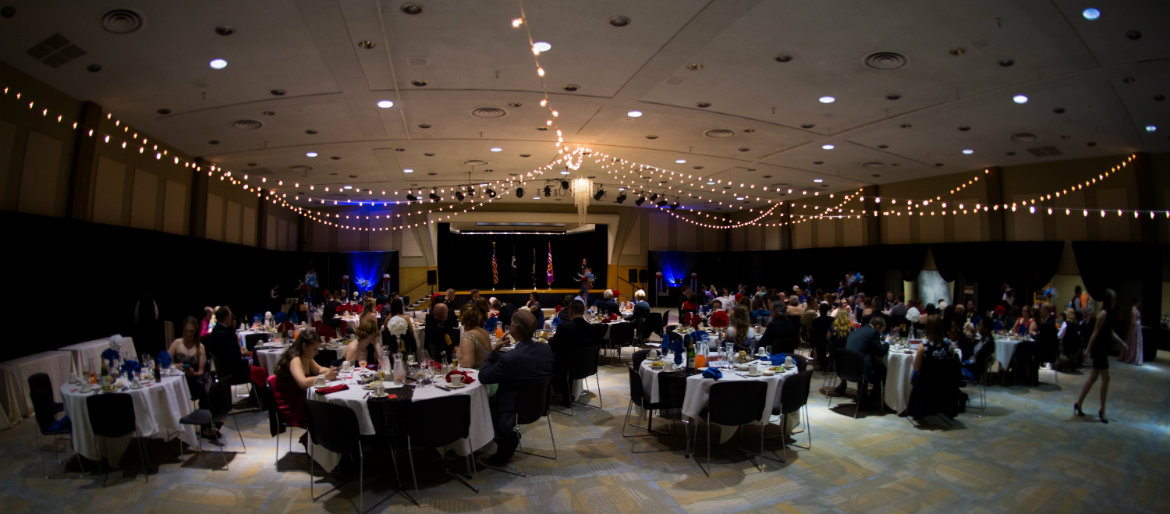 Attendees of the 2016 Military Ball, dining
