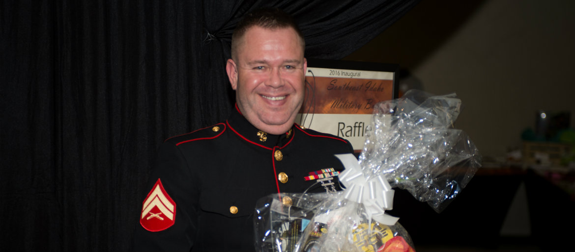 Kale Bergeson wins a raffle prize at the 2016 Military Ball