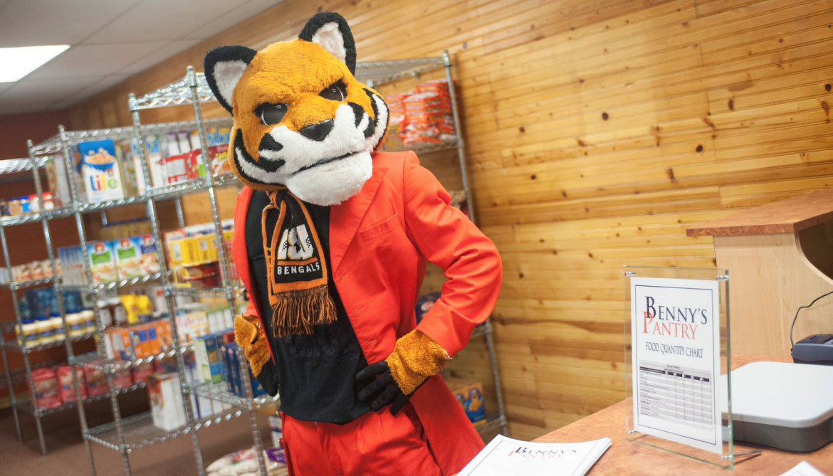 ISU Benny's Pantries receive $10,000 from Albertsons Companies Nourishing Neighbors Program