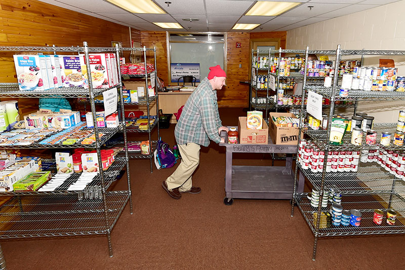 A student worker stocking shelves in Benny's Pantry